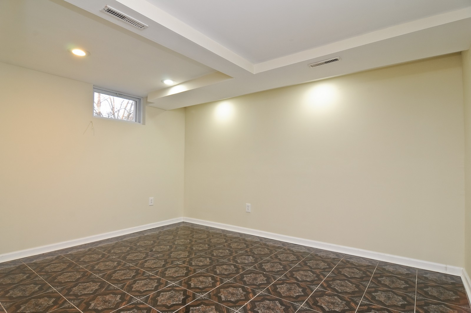 Real Estate Photography - 1516 N Jackson St, Waukegan, IL, 60085 - Lower Level