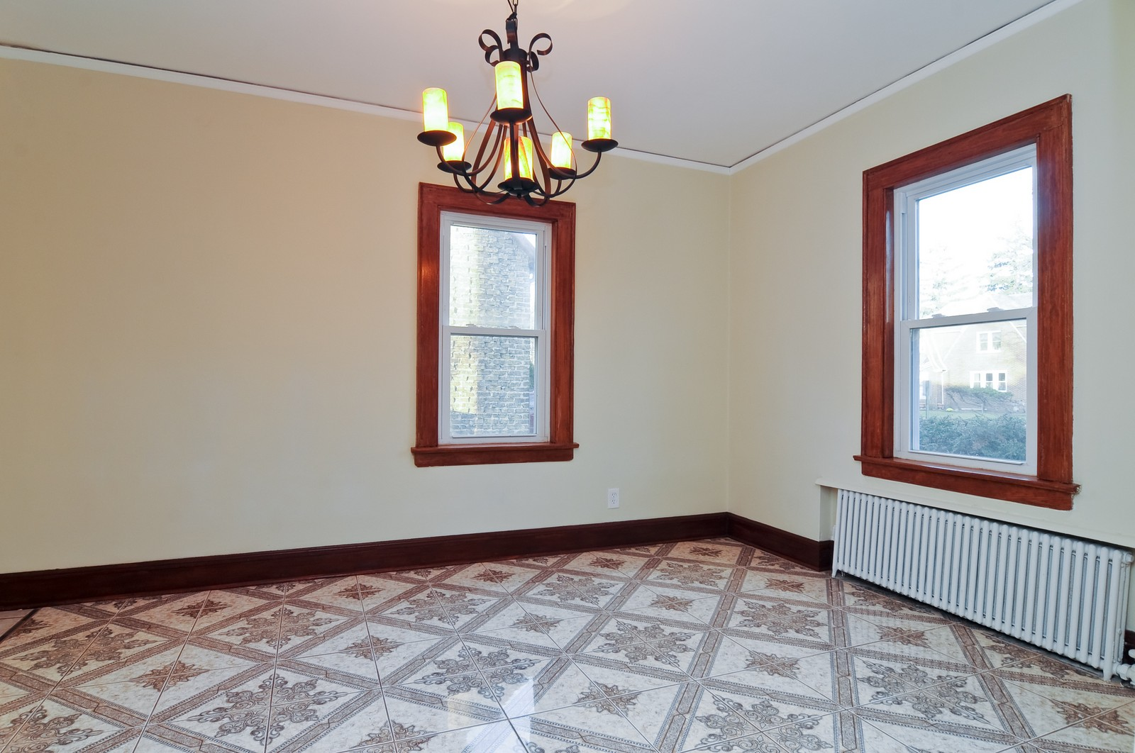Real Estate Photography - 1516 N Jackson St, Waukegan, IL, 60085 - Dining Room