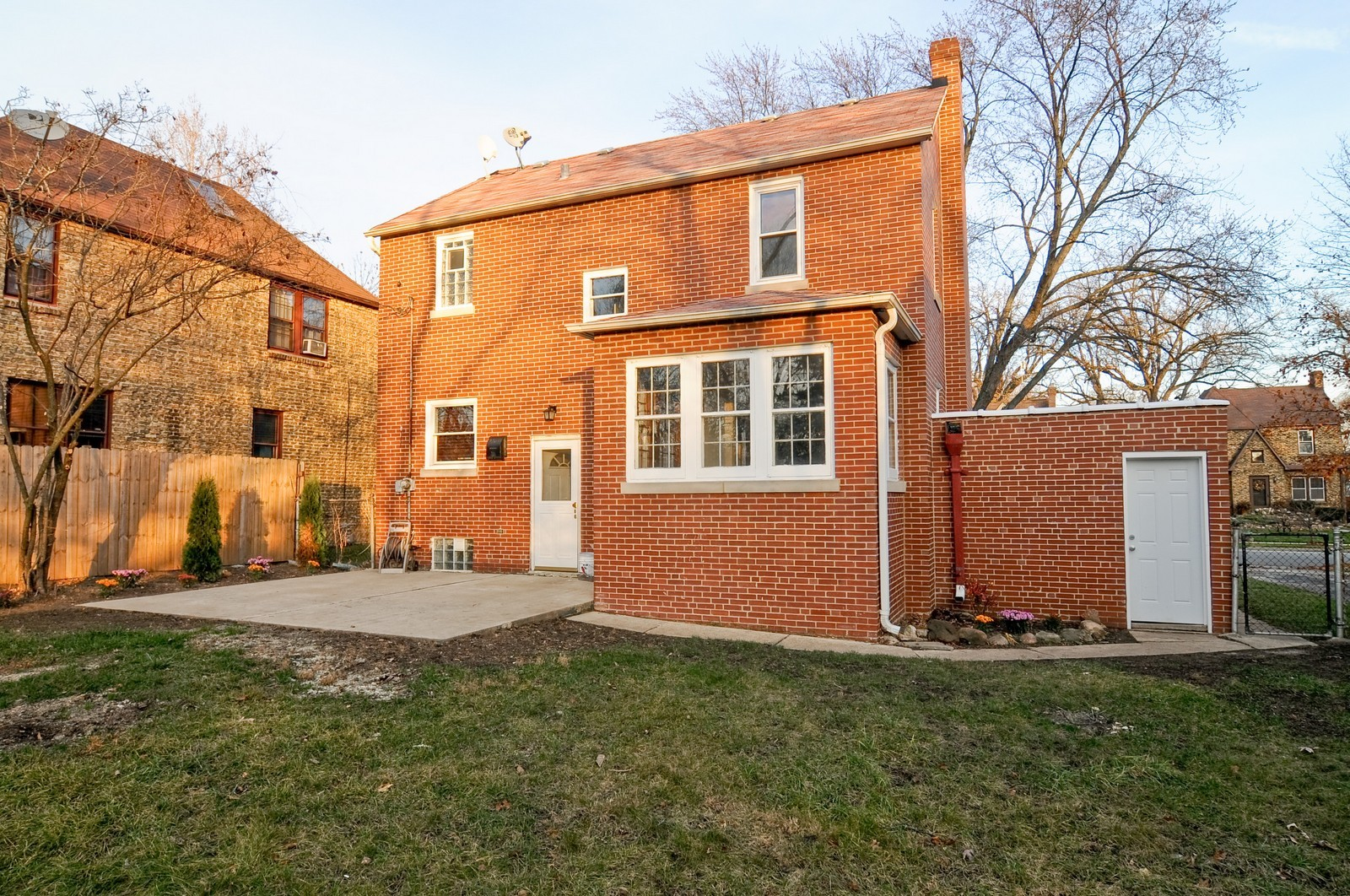 Real Estate Photography - 1516 N Jackson St, Waukegan, IL, 60085 - Rear View
