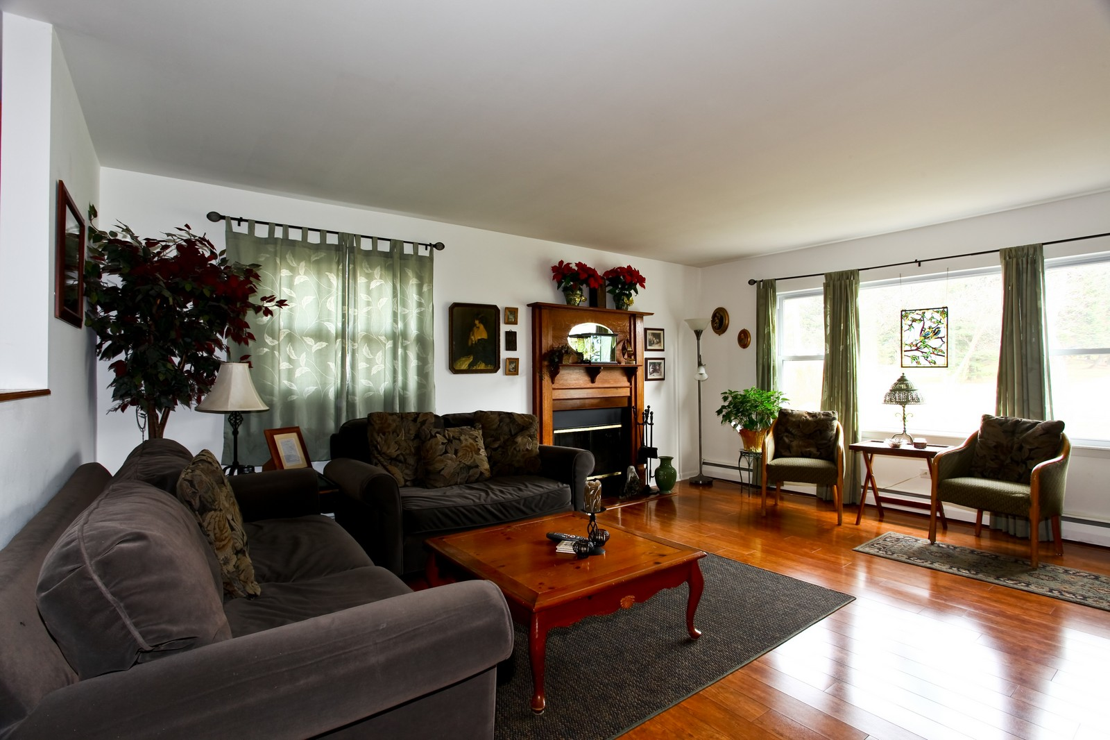Real Estate Photography - 5710 Essex Rd, Lisle, IL, 60532 - Living Room