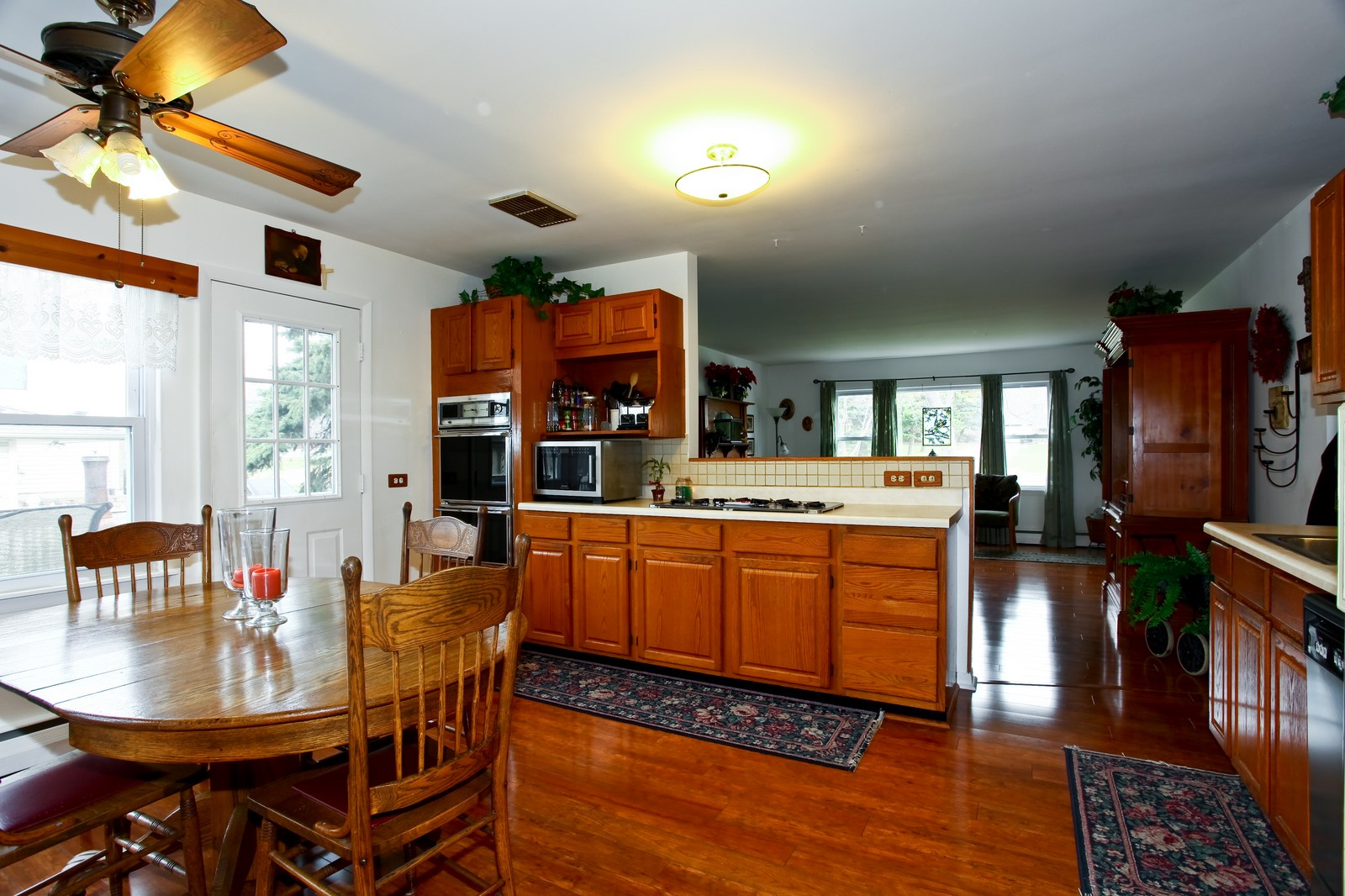 Real Estate Photography - 5710 Essex Rd, Lisle, IL, 60532 - Kitchen / Breakfast Room