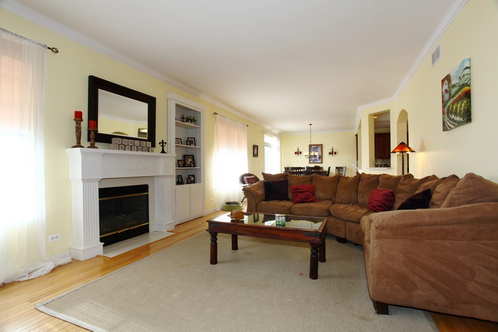 Real Estate Photography - 3298 Fieldstone Dr, Geneva, IL, 60134 - Family Room