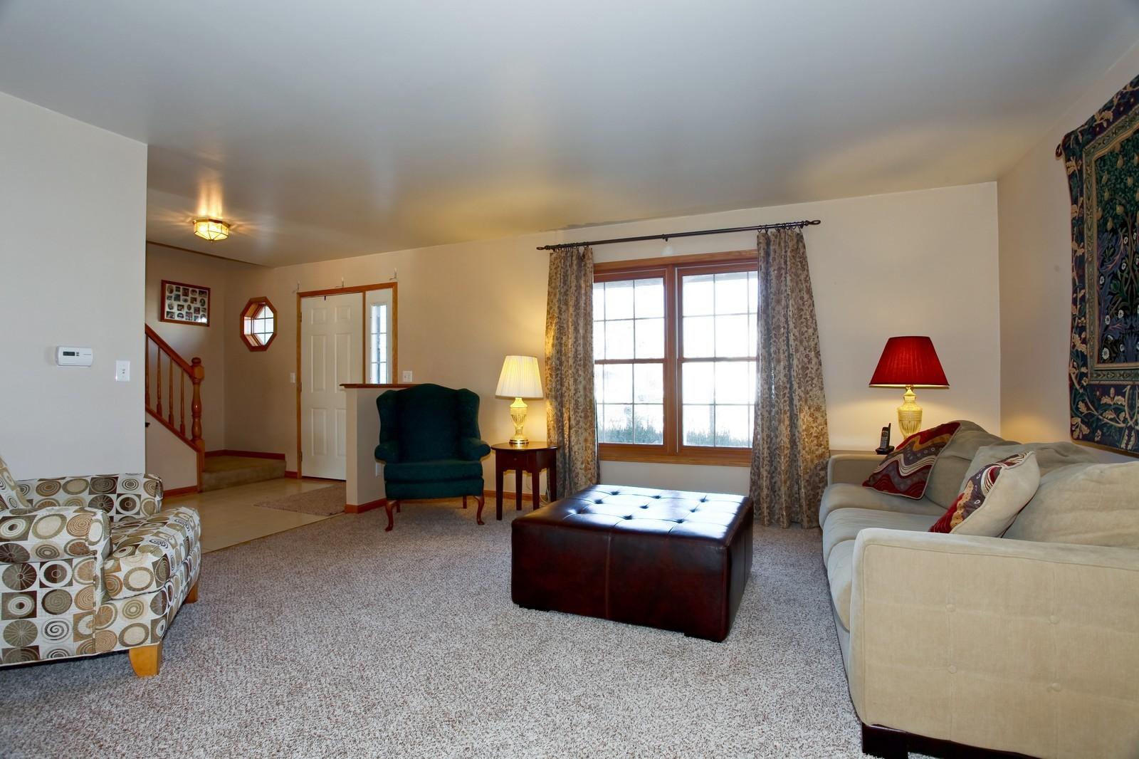 Real Estate Photography - 39W539 Schoolhouse Ln, Geneva, IL, 60134 - Living Room