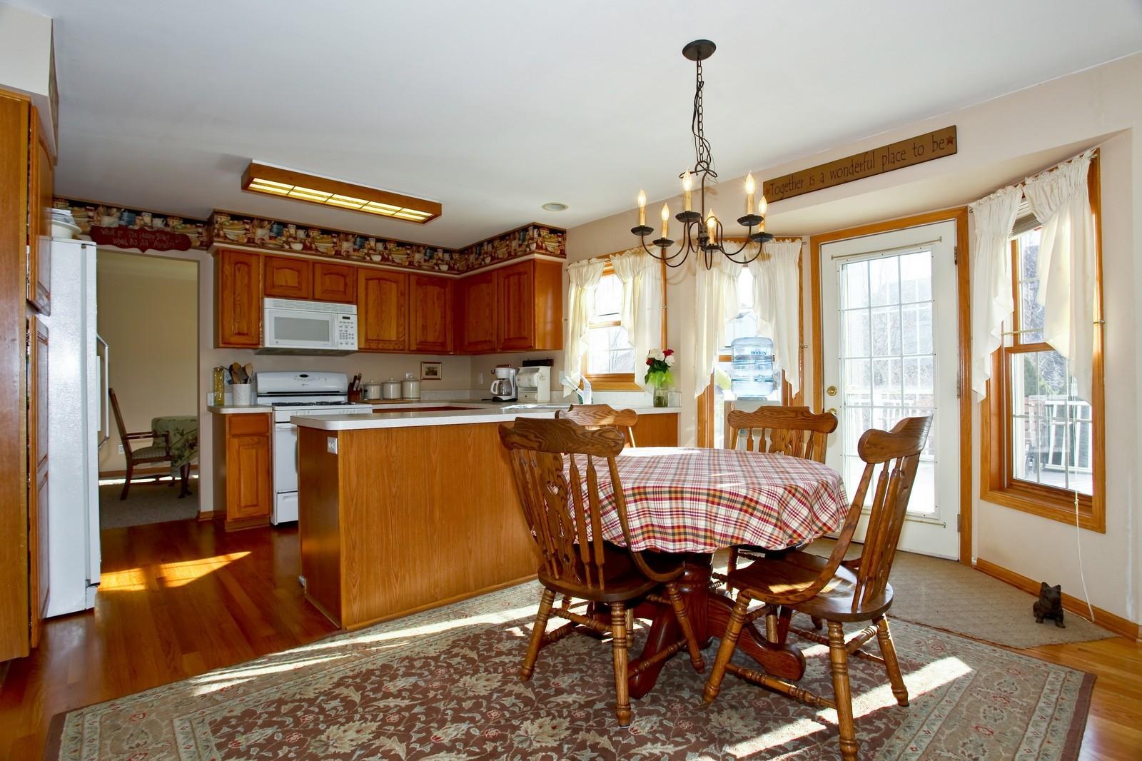 Real Estate Photography - 39W539 Schoolhouse Ln, Geneva, IL, 60134 - Kitchen / Breakfast Room