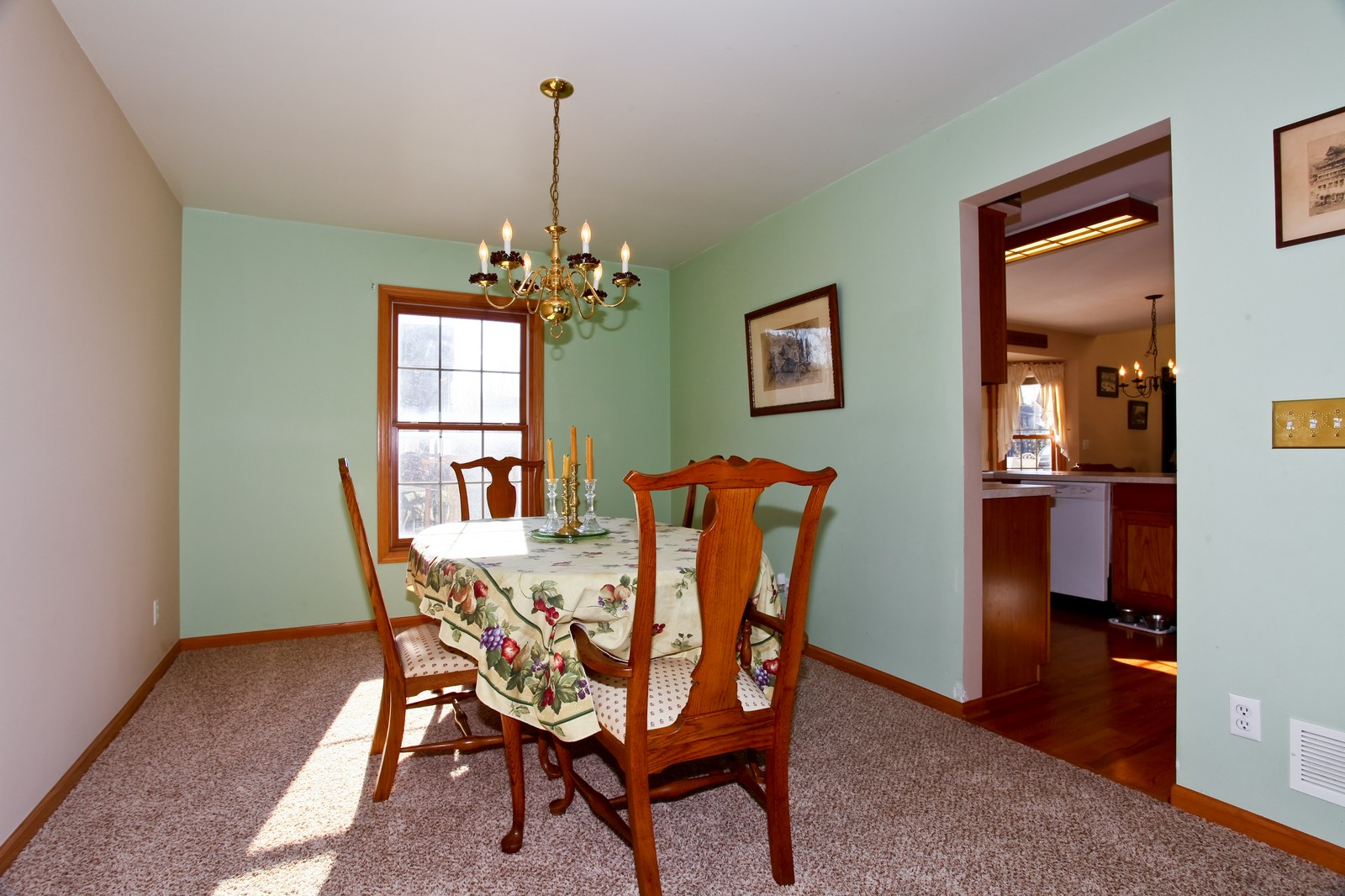 Real Estate Photography - 39W539 Schoolhouse Ln, Geneva, IL, 60134 - Dining Room