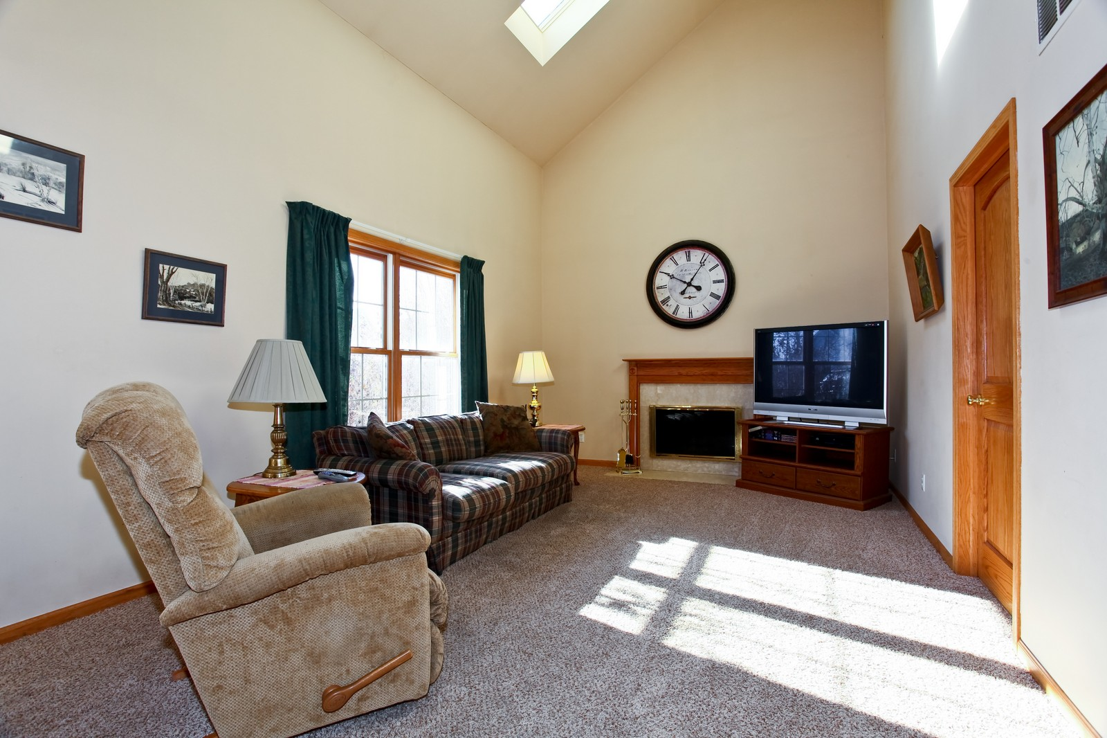 Real Estate Photography - 39W539 Schoolhouse Ln, Geneva, IL, 60134 - Family Room