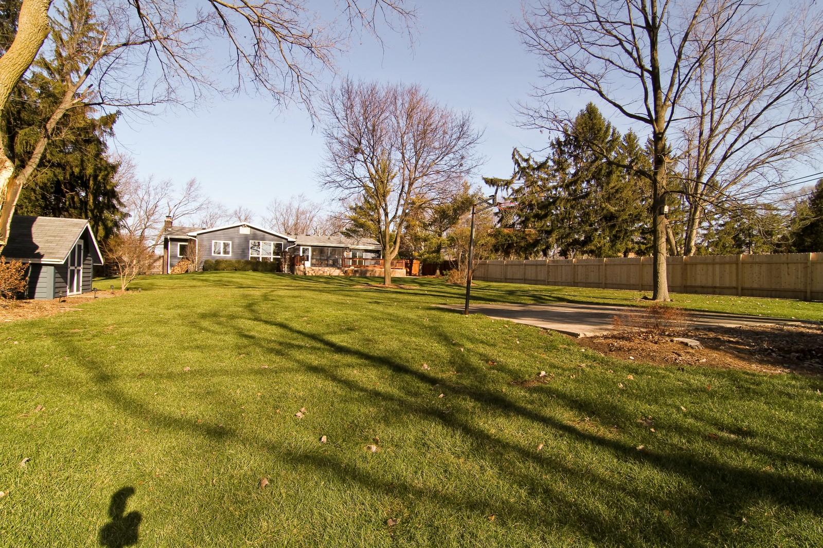 Real Estate Photography - 26W543 MacArthur, Carol Stream, IL, 60188 - Yard