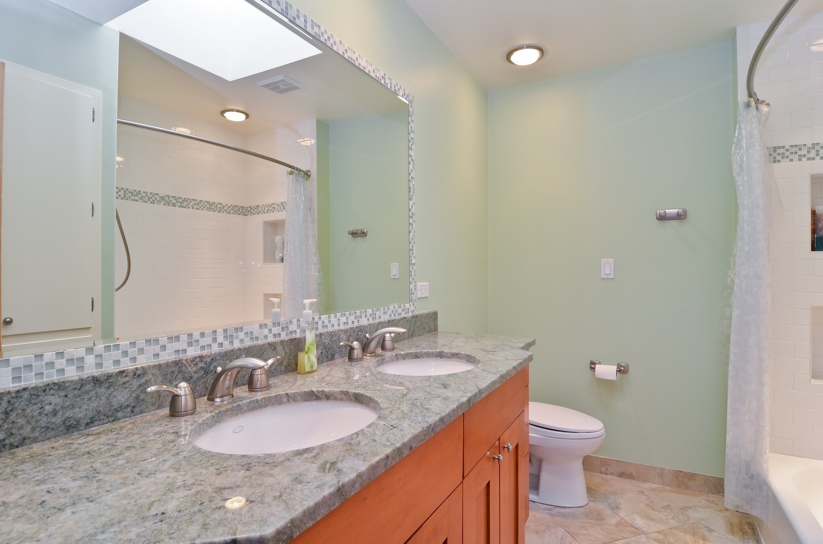 Real Estate Photography - 4220 Greenwood ST, Skokie, IL, 60076 - Bathroom