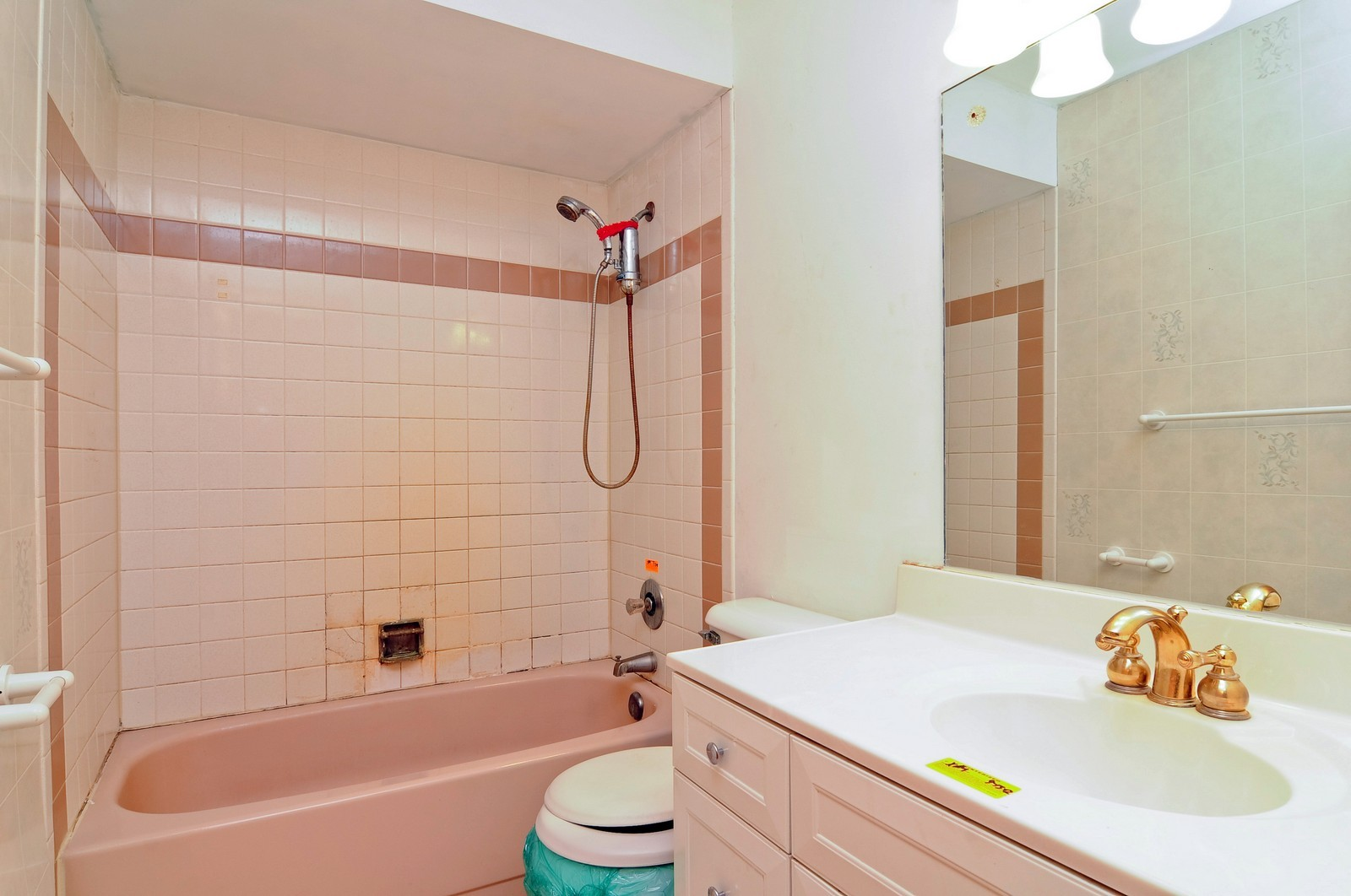 Real Estate Photography - 21800 W Lake Ave, Round Lake, IL, 60073 - Master Bathroom