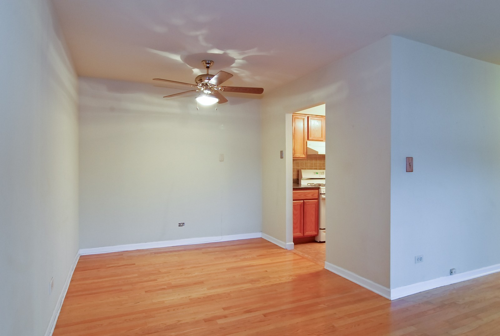 Real Estate Photography - 800 Washington Blvd, Unit 402, Oak Park, IL, 60302 - Dining Room