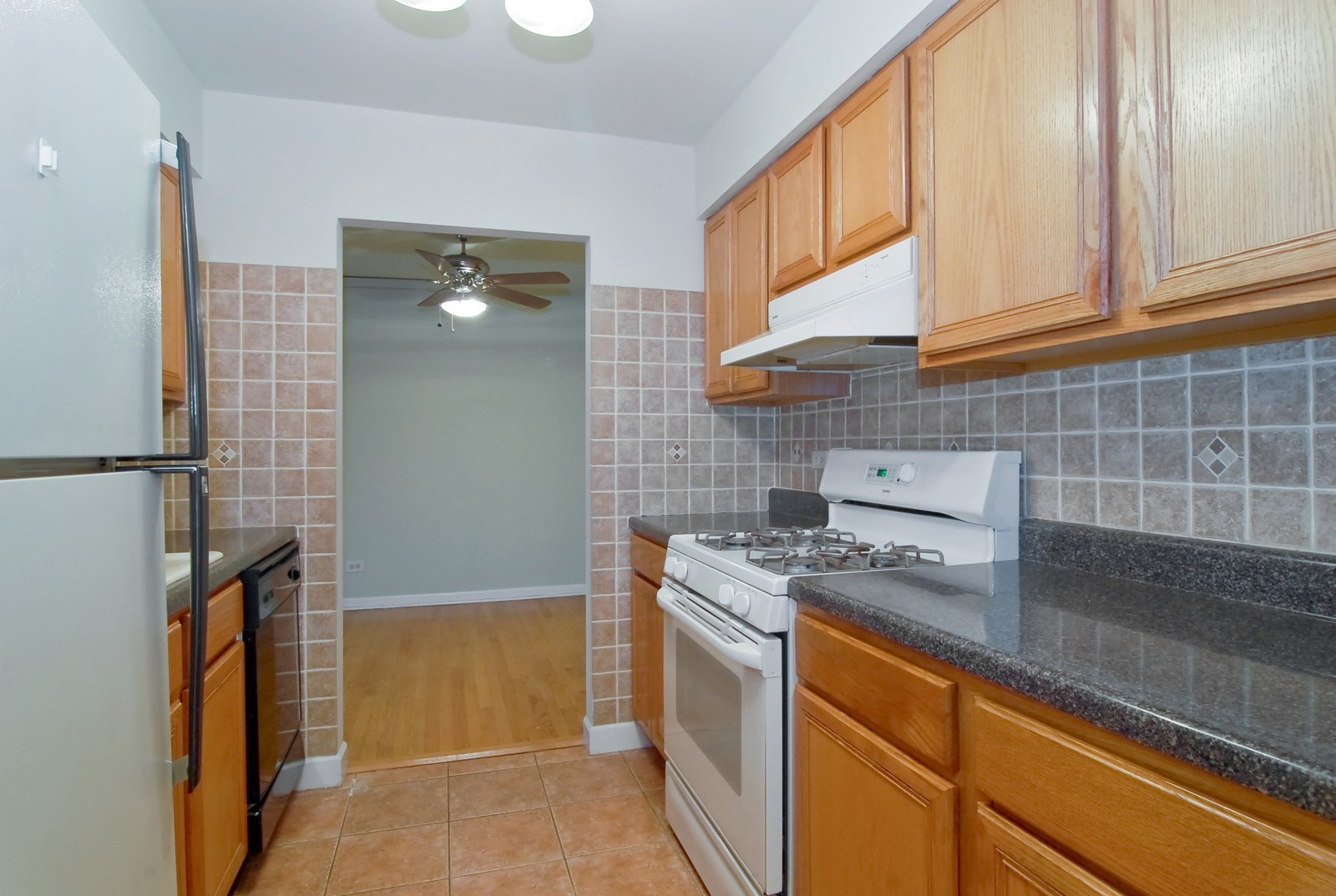 Real Estate Photography - 800 Washington Blvd, Unit 402, Oak Park, IL, 60302 - Kitchen