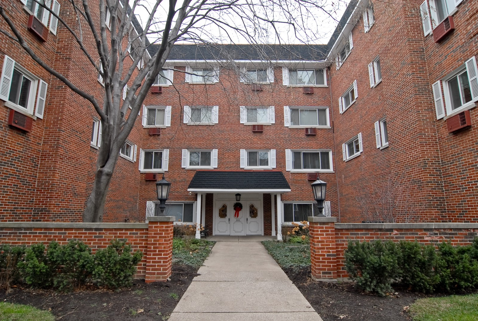 Real Estate Photography - 800 Washington Blvd, Unit 402, Oak Park, IL, 60302 - Front View