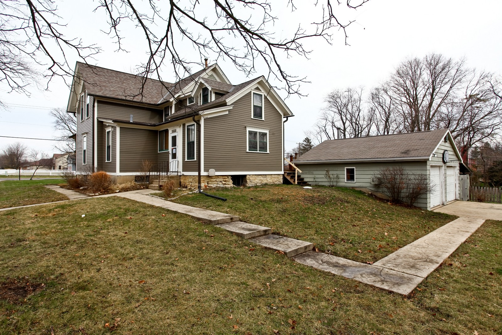 Real Estate Photography - 1126 Main St, Batavia, IL, 60510 - Side View