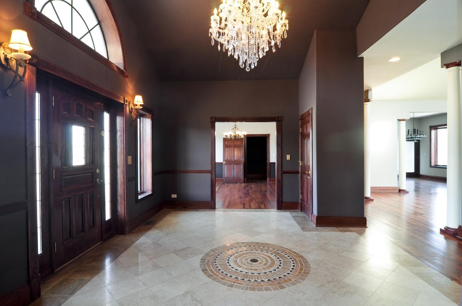 Real Estate Photography - 8 Raintree Place, Barrington Hills, IL, 60010 - Foyer