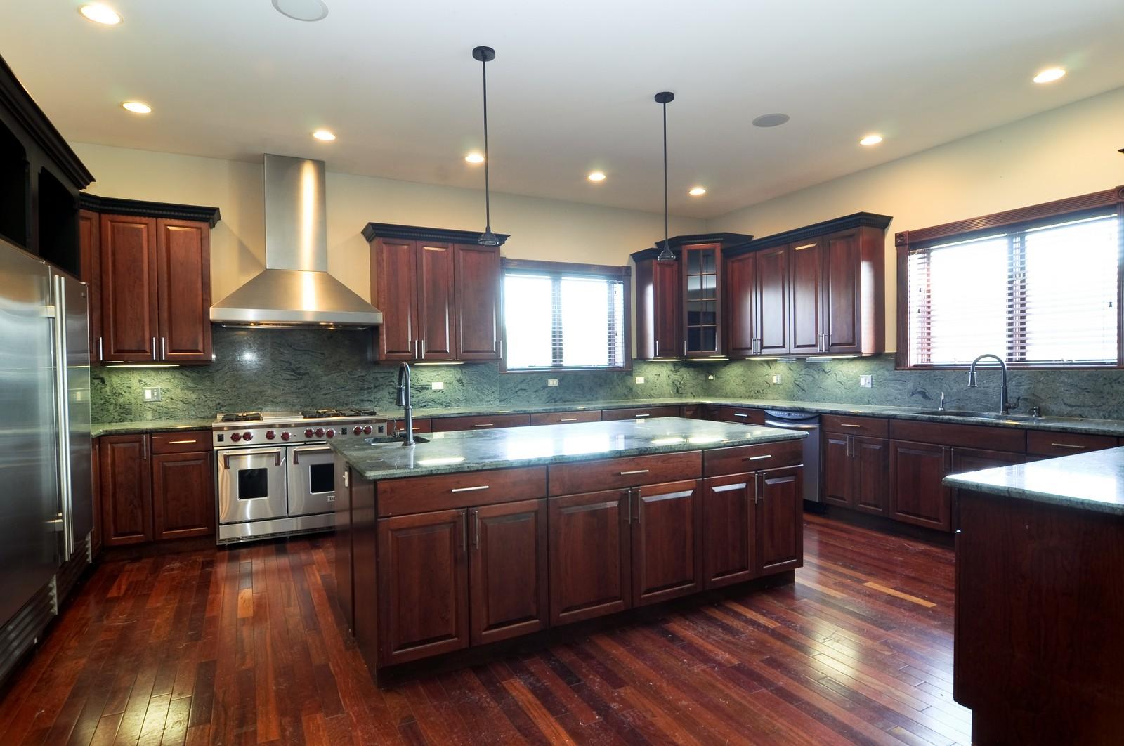 Real Estate Photography - 8 Raintree Place, Barrington Hills, IL, 60010 - Kitchen