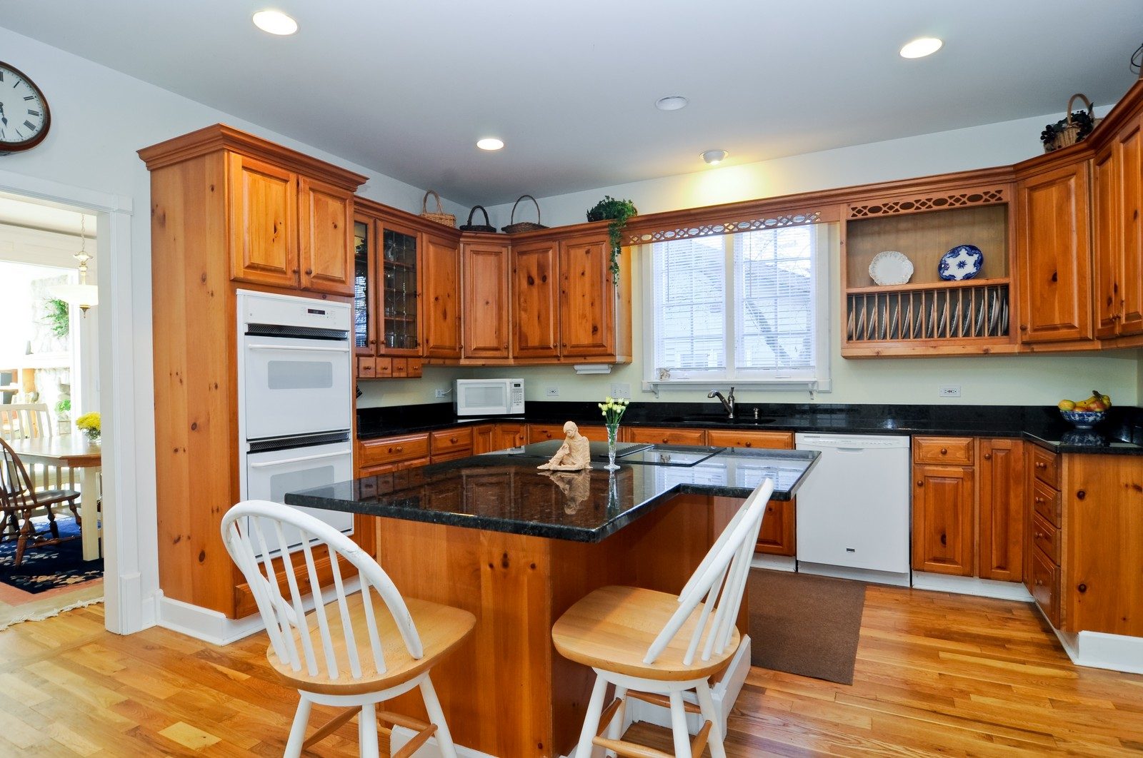 Real Estate Photography - 21086 W Sylvan Dr, Mundelein, IL, 60060 - Kitchen