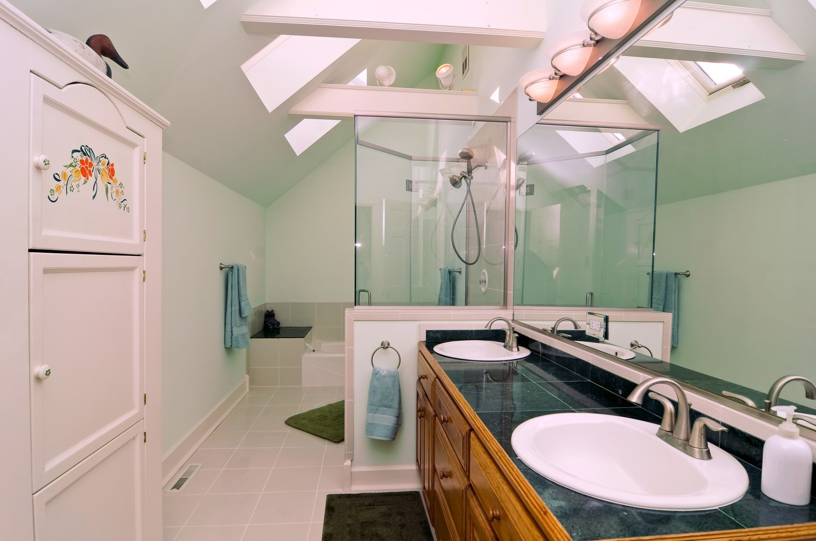 Real Estate Photography - 21086 W Sylvan Dr, Mundelein, IL, 60060 - Bathroom