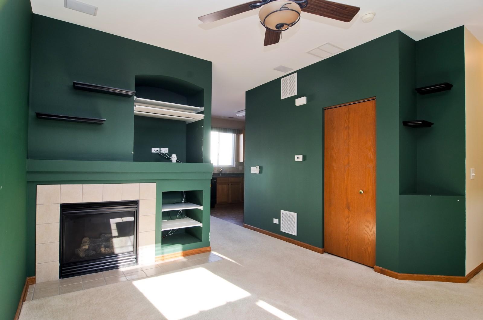 Real Estate Photography - 346 Terra Cir, Fox Lake, IL, 60020 - Living Room