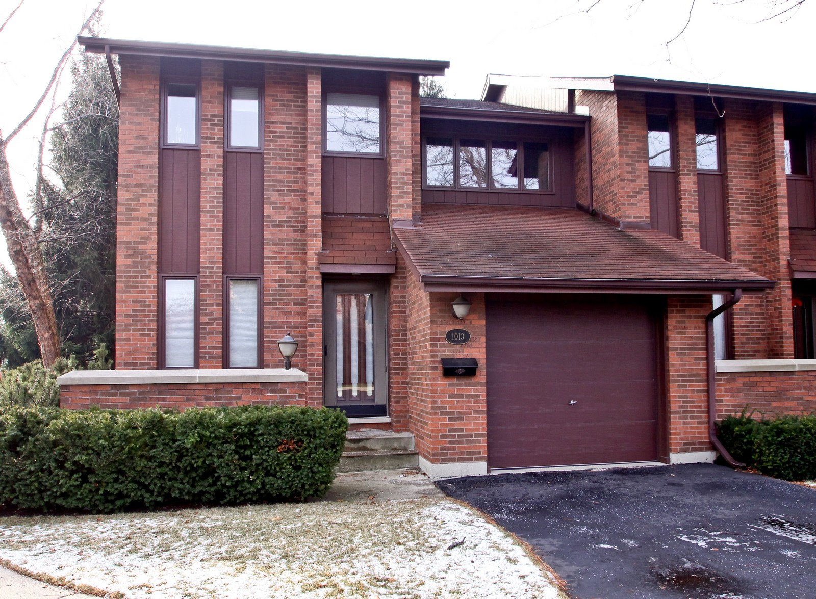 Real Estate Photography - 1013 Rene Ct, Park Ridge, IL, 60068 - Front View