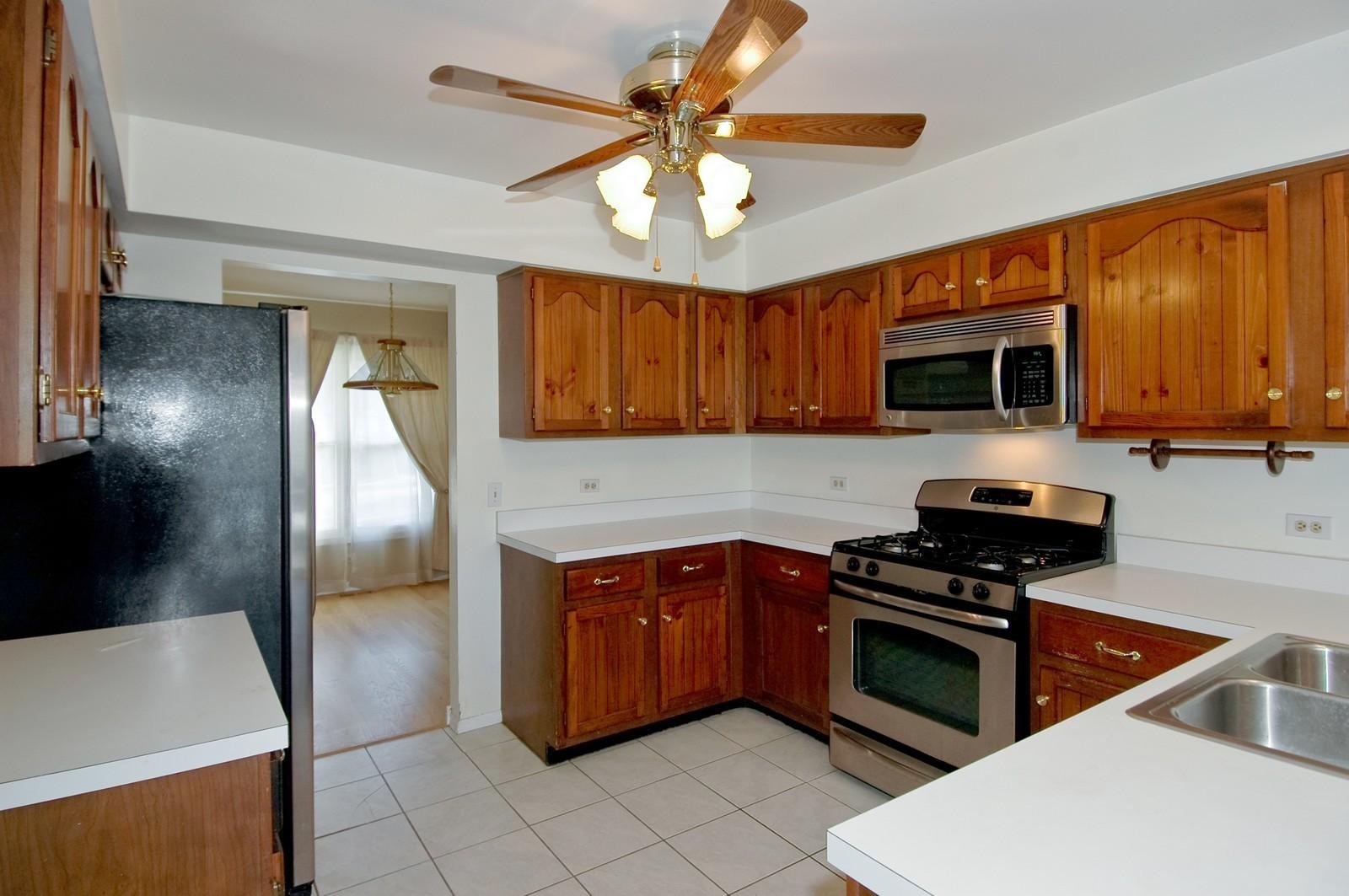Real Estate Photography - 756 Harvest Dr, Lake Zurich, IL, 60047 - Kitchen