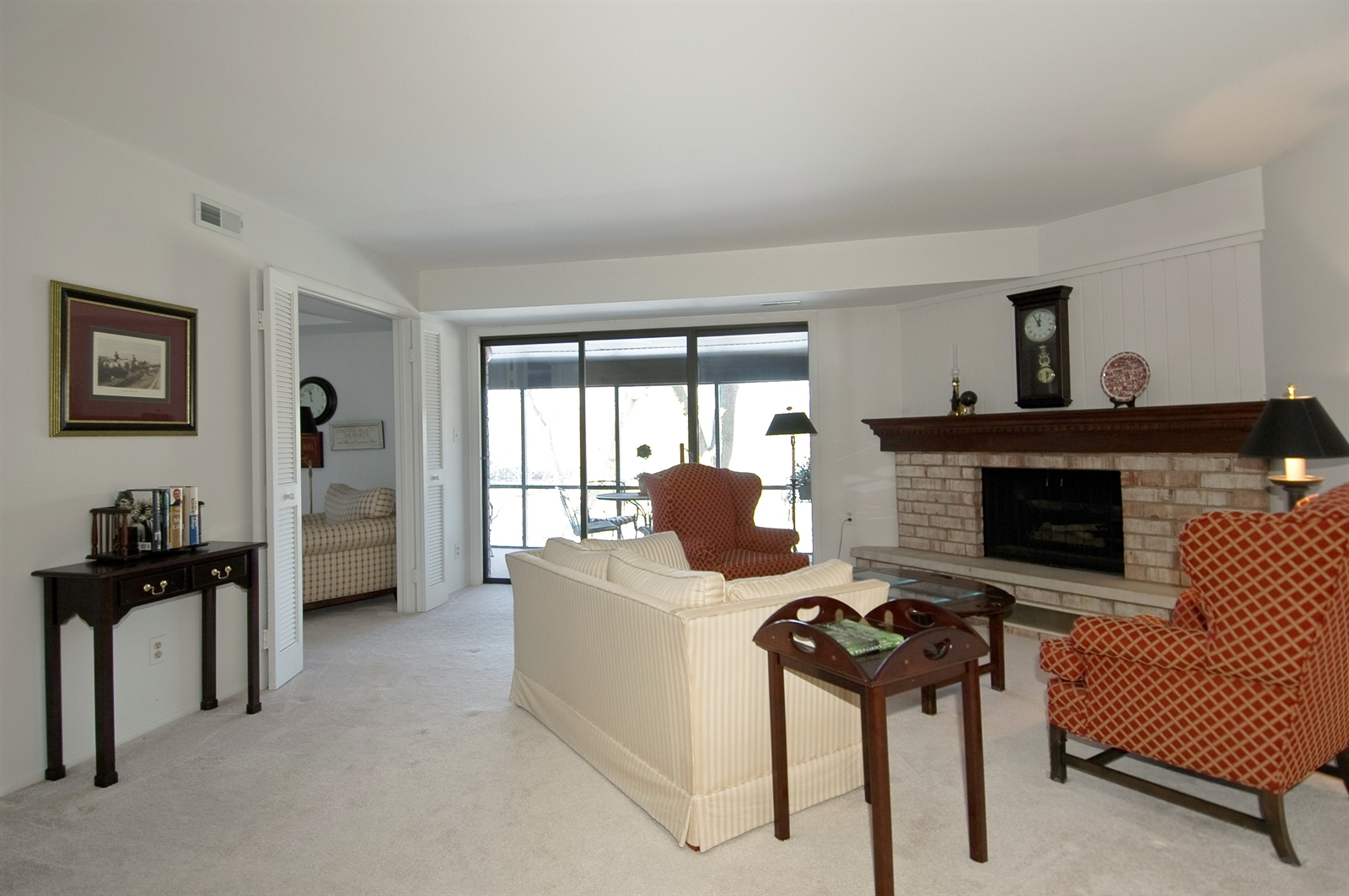 Real Estate Photography - 740 St Andrews Lane, Unit 24, Crystal Lake, IL, 60014 - Living Room