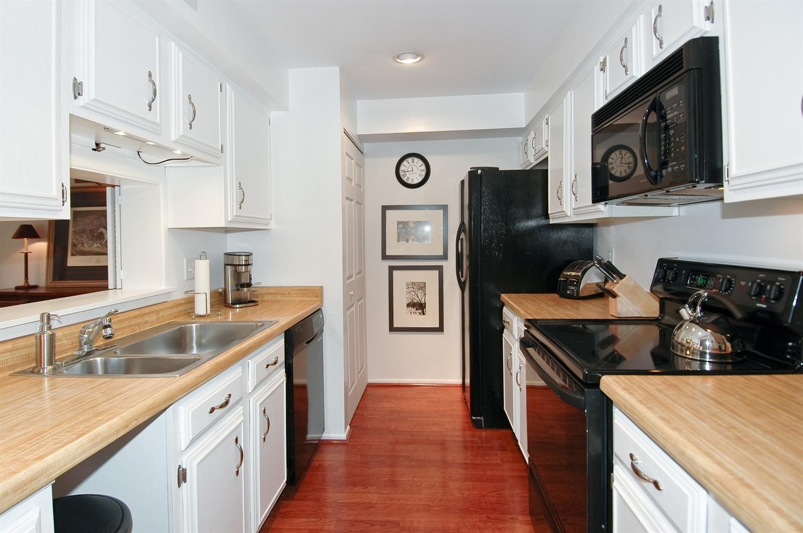 Real Estate Photography - 740 St Andrews Lane, Unit 24, Crystal Lake, IL, 60014 - Kitchen