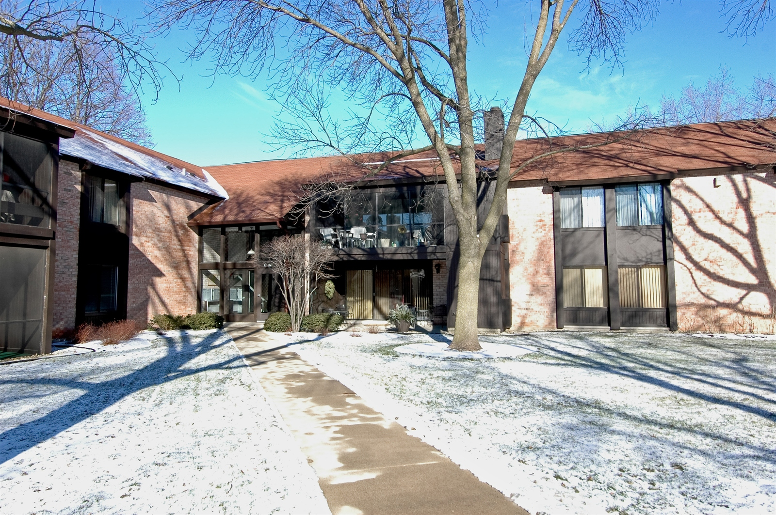 Real Estate Photography - 740 St Andrews Lane, Unit 24, Crystal Lake, IL, 60014 - Front View