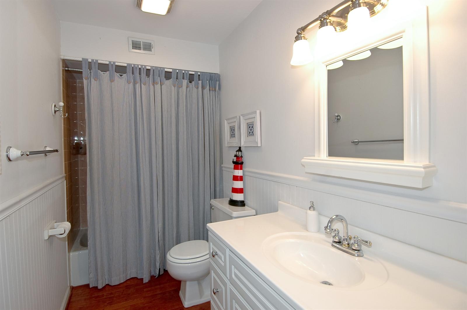 Real Estate Photography - 740 St Andrews Lane, Unit 24, Crystal Lake, IL, 60014 - Bathroom