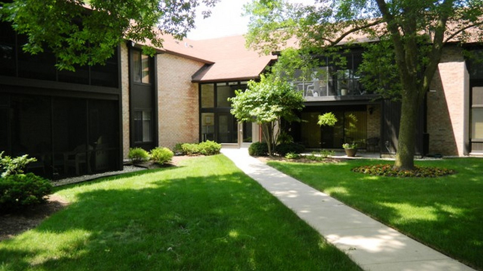 Real Estate Photography - 740 St Andrews Lane, Unit 24, Crystal Lake, IL, 60014 -