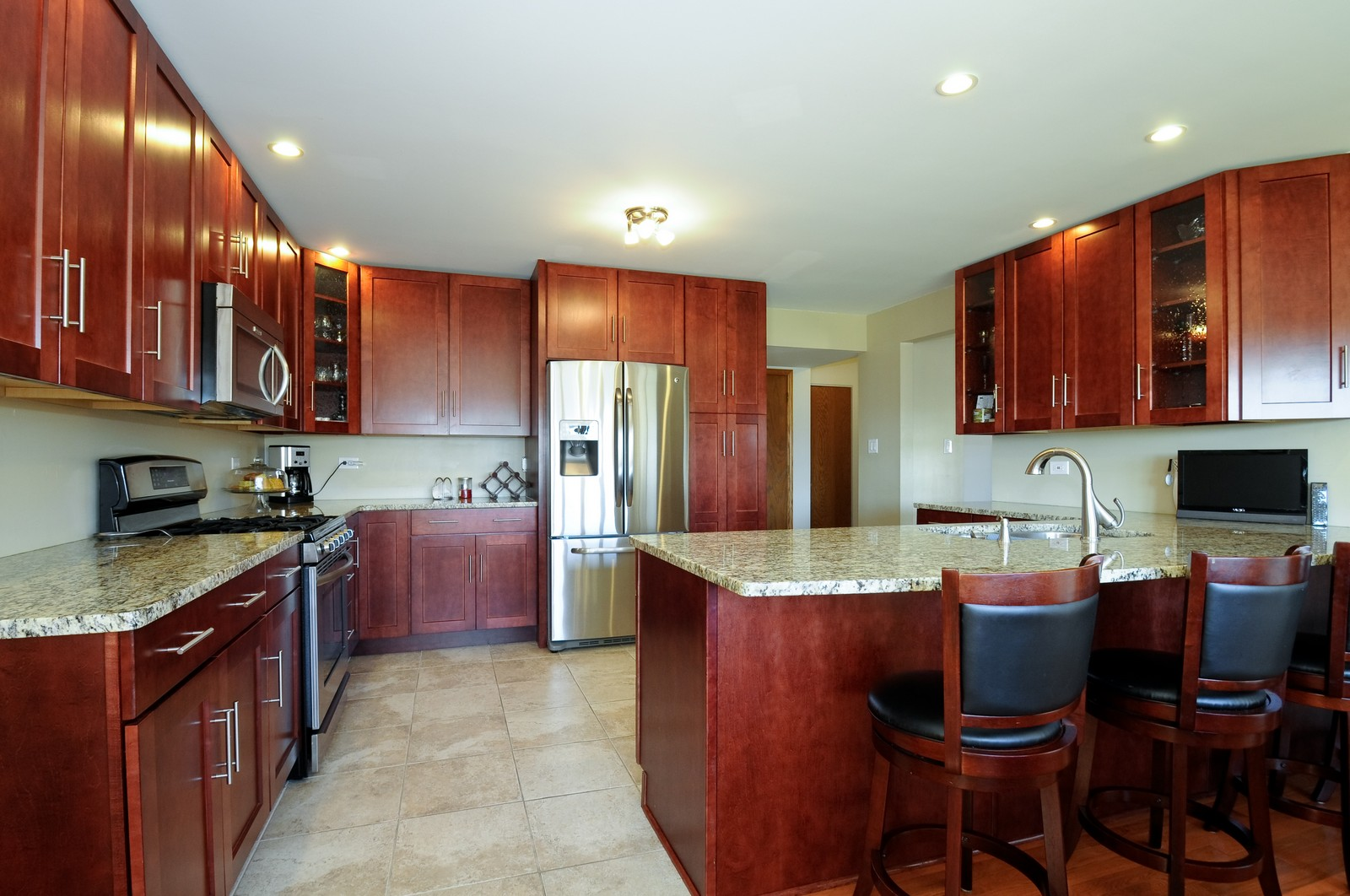 Real Estate Photography - 17197 Winding Creek Dr, Orland Park, IL, 60467 - Kitchen