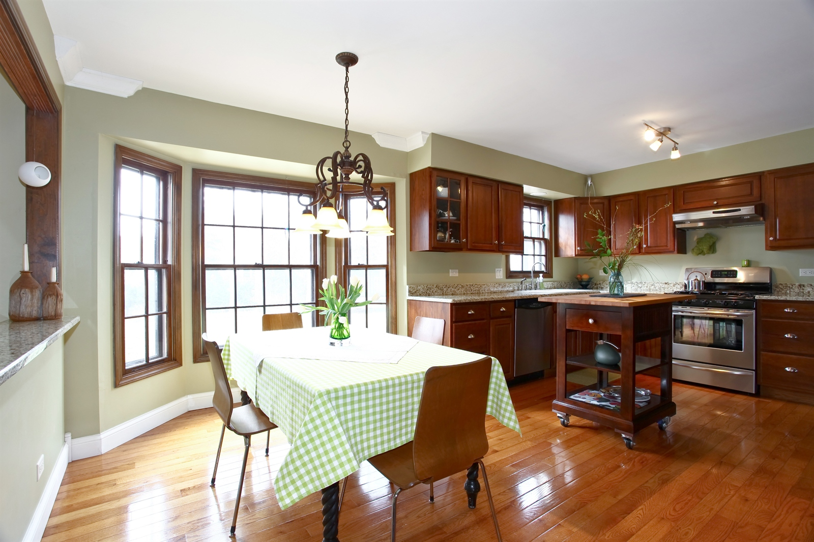 Real Estate Photography - 1244 Redfield Road, Naperville, IL, 60563 - Kitchen / Breakfast Room