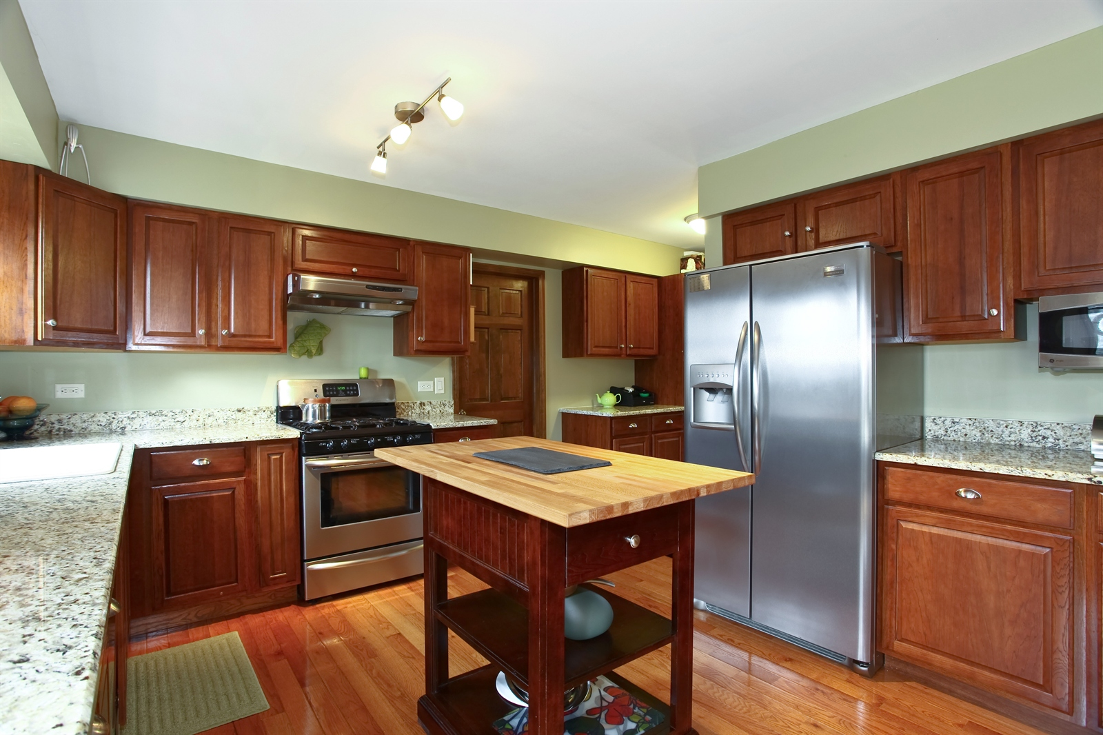 Real Estate Photography - 1244 Redfield Road, Naperville, IL, 60563 - Kitchen