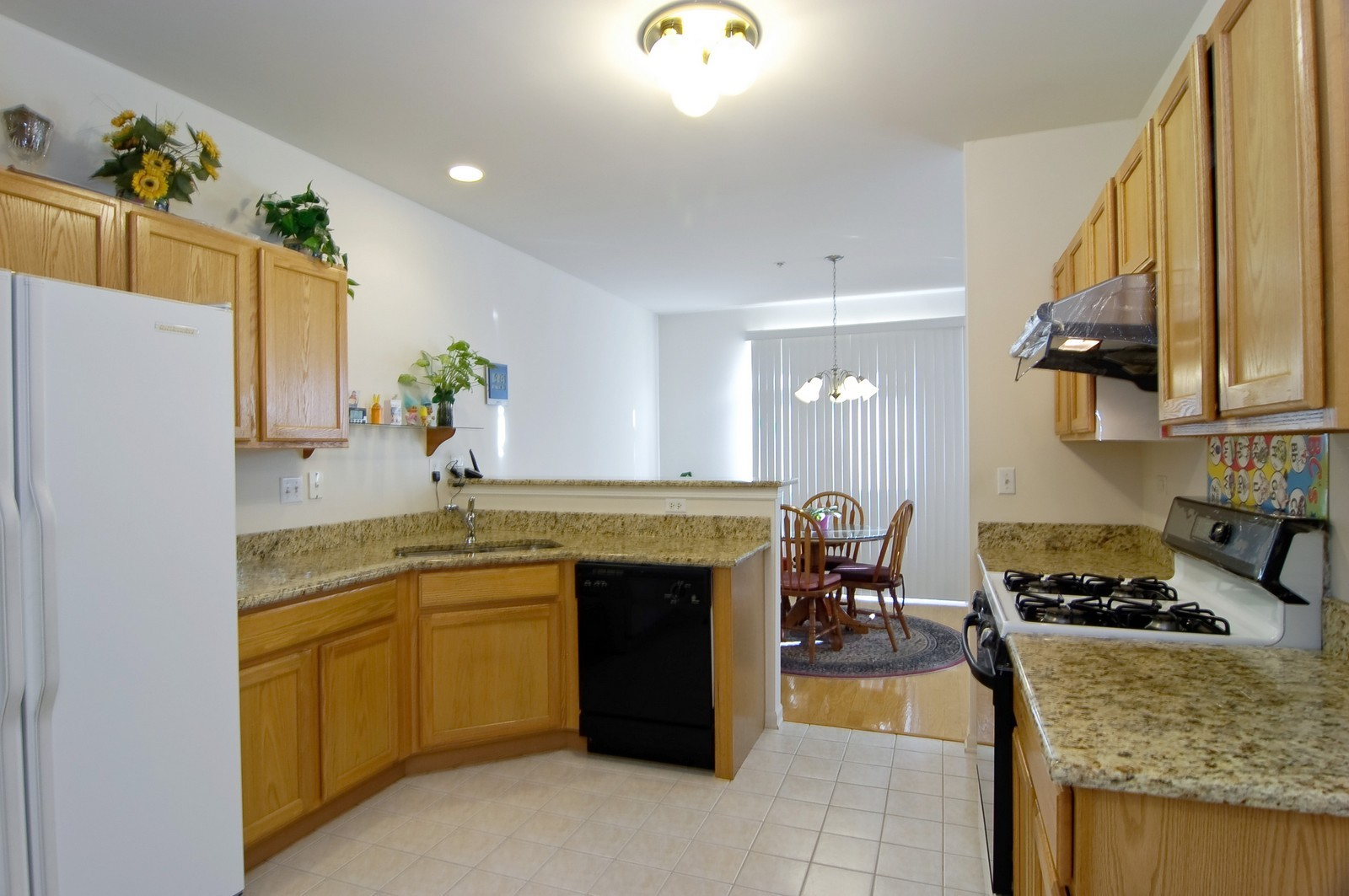 Real Estate Photography - 65 Woodview Dr, Glen Ellyn, IL, 60137 - Kitchen