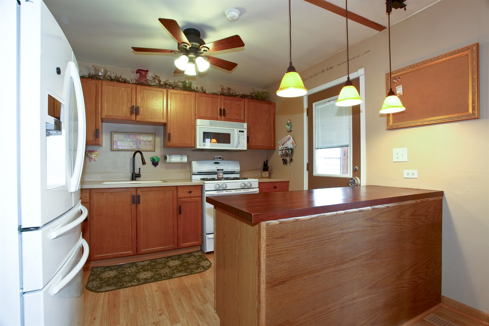 Real Estate Photography - 7639 Willow Ave, Woodridge, IL, 60517 - Kitchen