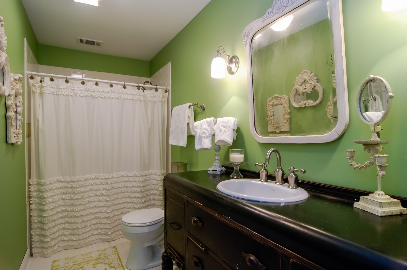 Real Estate Photography - 360 Bloomingdale Rd, Itasca, IL, 60143 - Bathroom