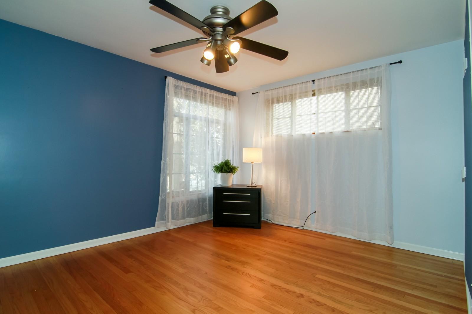 Real Estate Photography - 221 E Burlington Street, Riverside, IL, 60546 - Bedroom
