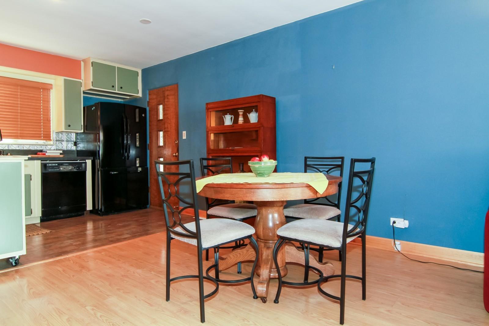 Real Estate Photography - 221 E Burlington Street, Riverside, IL, 60546 - Breakfast Area