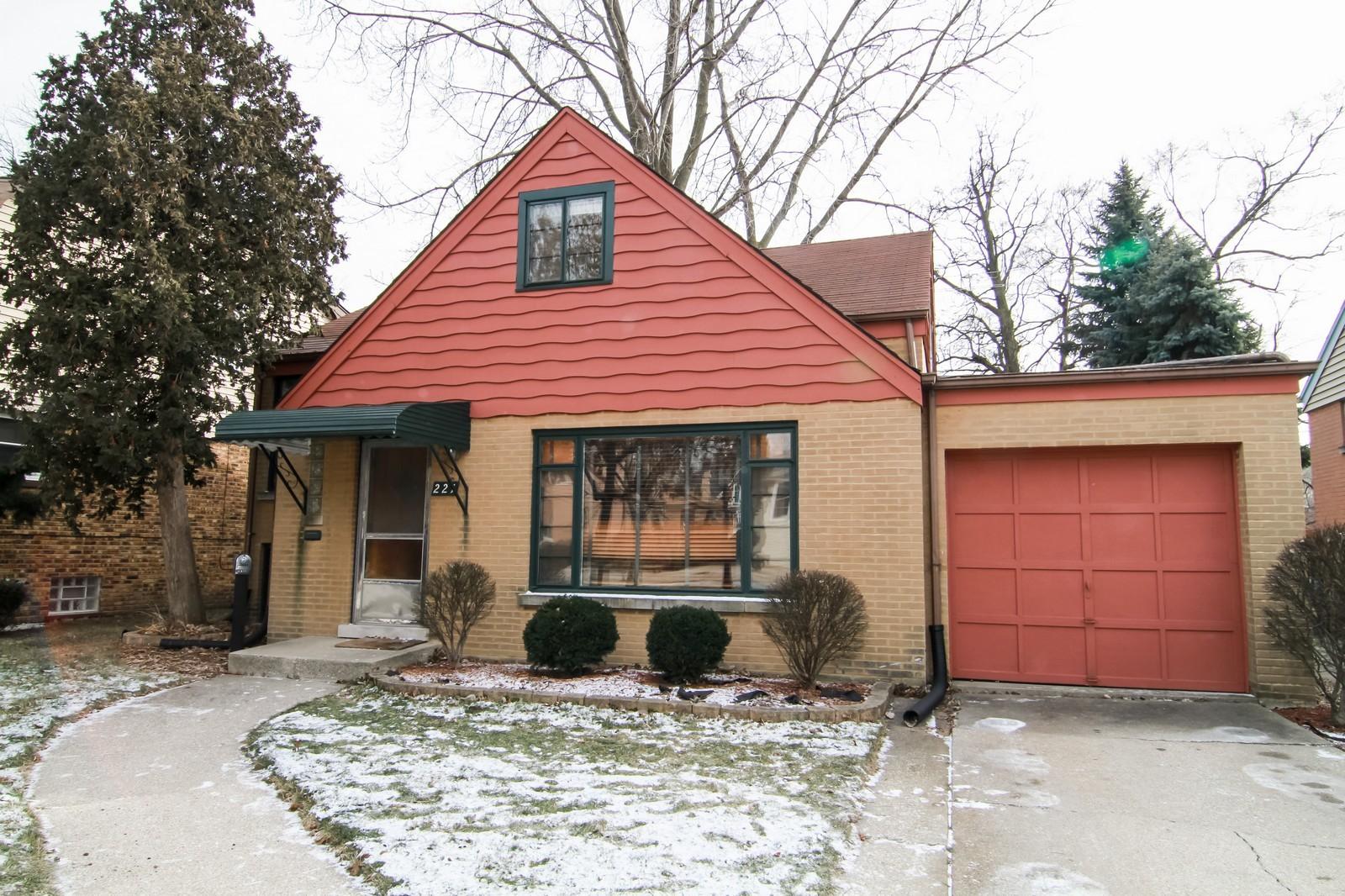 Real Estate Photography - 221 E Burlington Street, Riverside, IL, 60546 - Front View