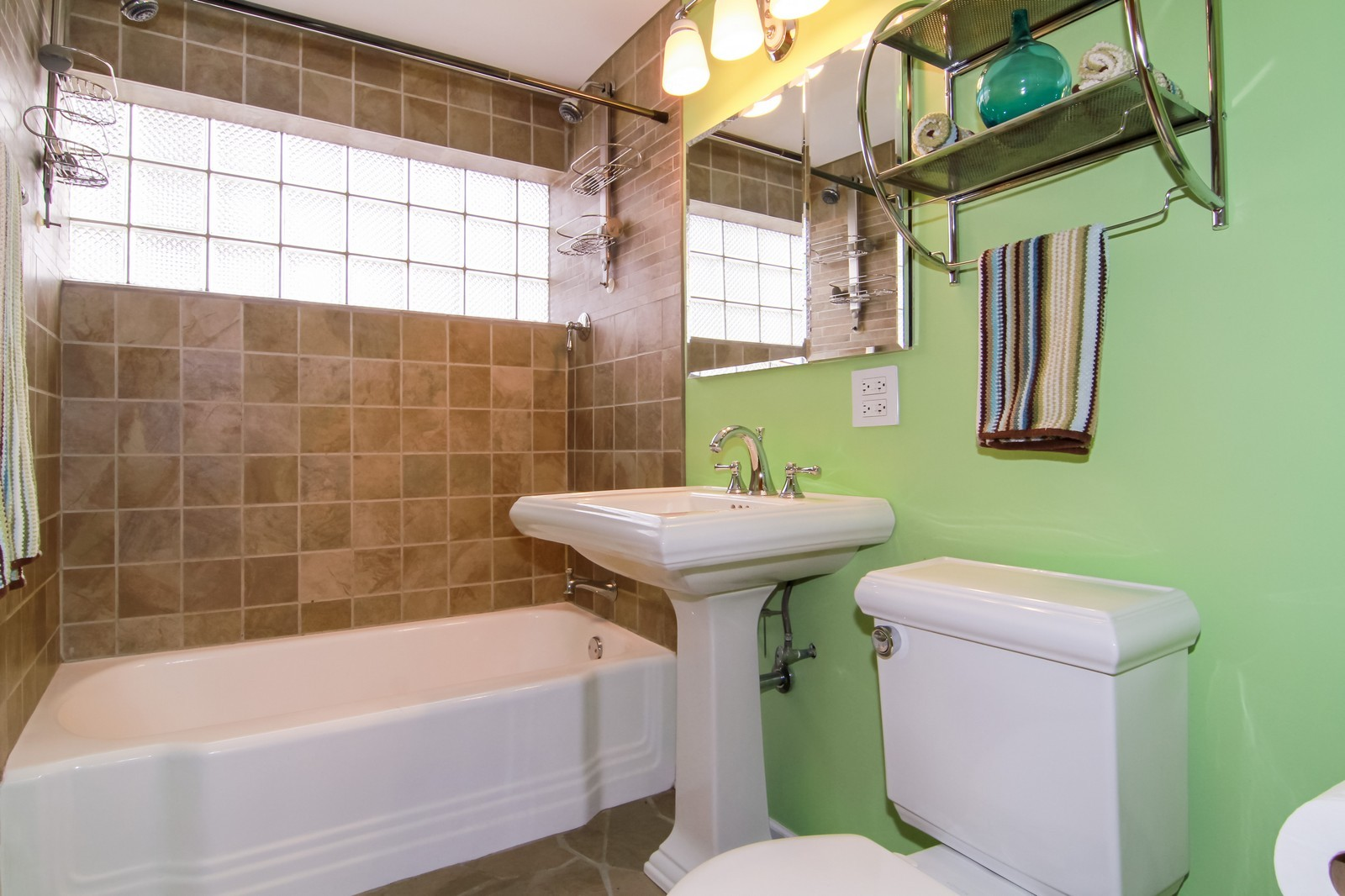 Real Estate Photography - 221 E Burlington Street, Riverside, IL, 60546 - 2nd Bathroom