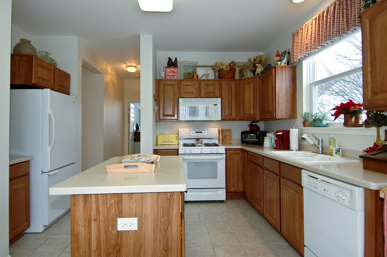 Real Estate Photography - 12610 Oak Grove Dr, Huntley, IL, 60142 - Kitchen