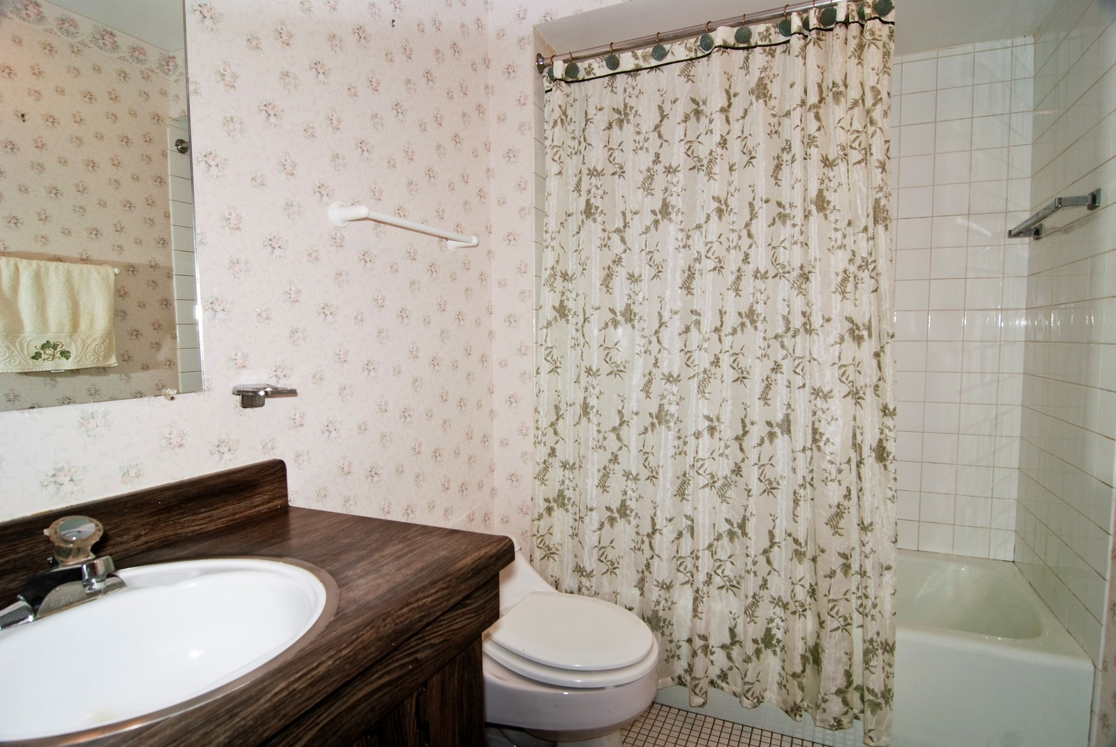 Real Estate Photography - 7904 W North Ave, Unit 303E, Elmwood Park, IL, 60707 - Master Bathroom