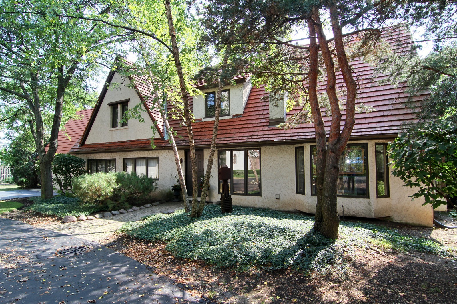 Real Estate Photography - 1160 Mistwood Ln, Downers Grove, IL, 60515 - Front View