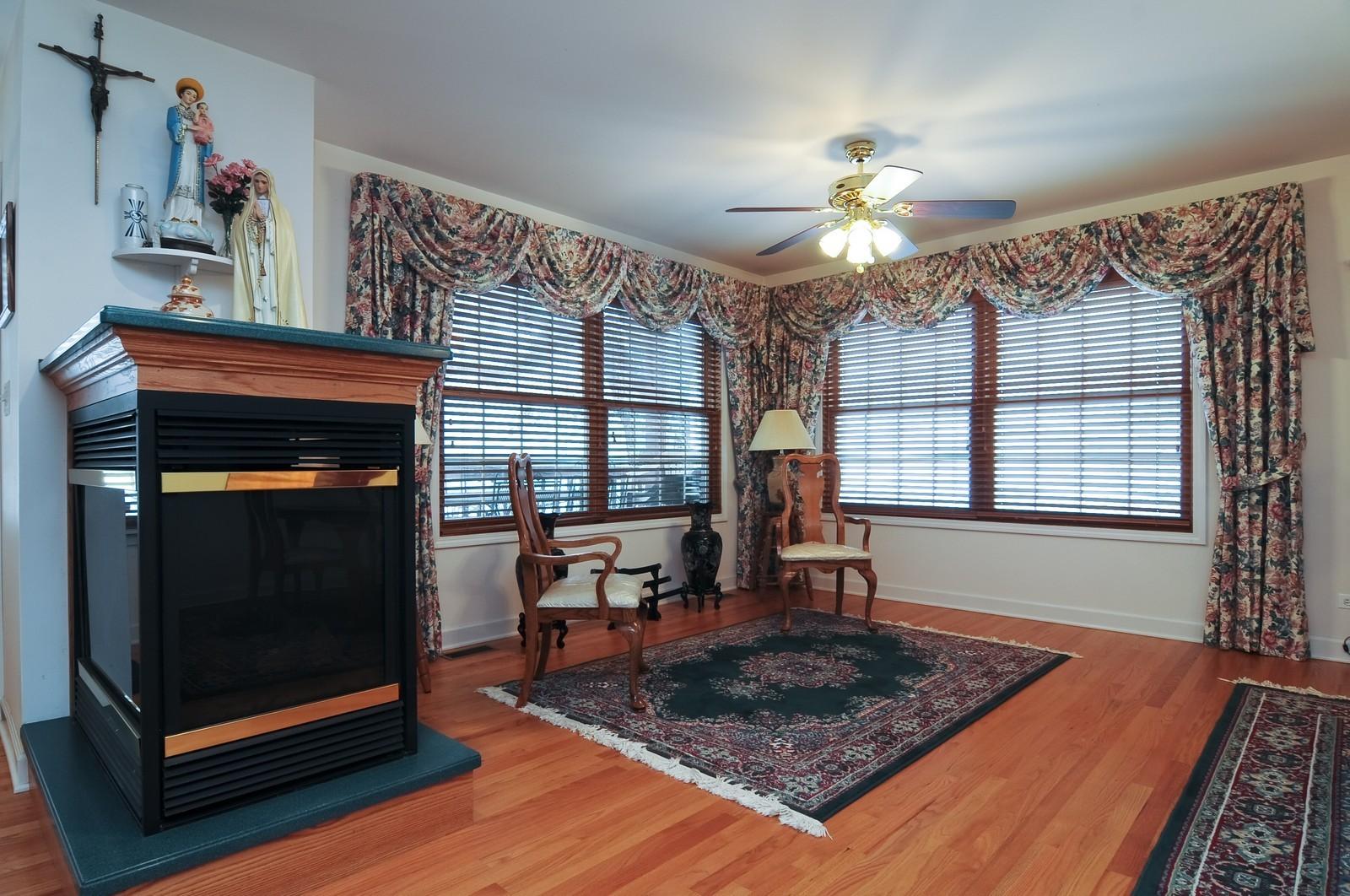 Real Estate Photography - 35100 N Shoreline Dr, Ingleside, IL, 60041 - Living Room