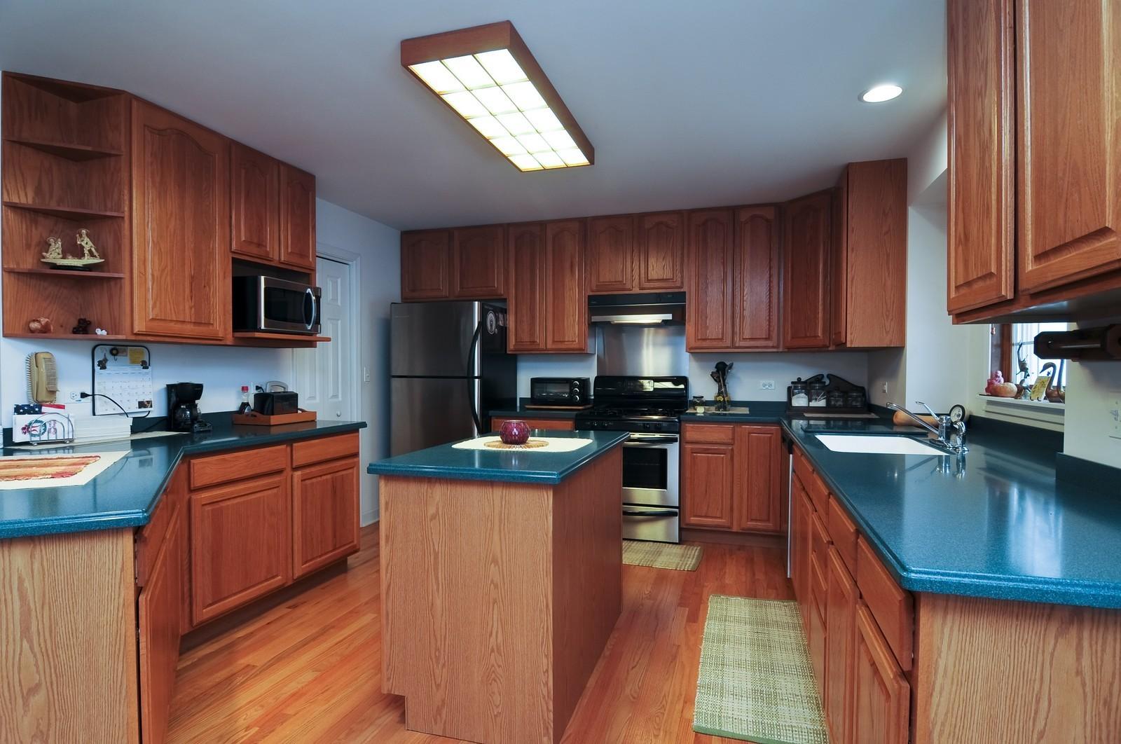Real Estate Photography - 35100 N Shoreline Dr, Ingleside, IL, 60041 - Kitchen