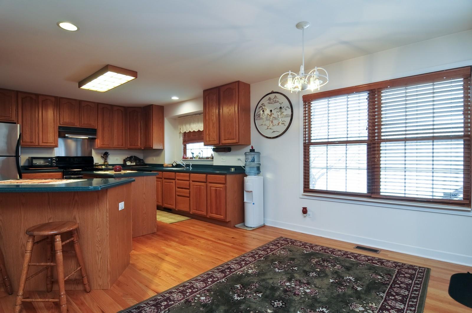 Real Estate Photography - 35100 N Shoreline Dr, Ingleside, IL, 60041 - Kitchen / Breakfast Room