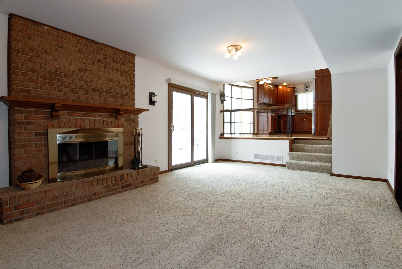 Real Estate Photography - 10 Papago Ct, Naperville, IL, 60563 - Family Room