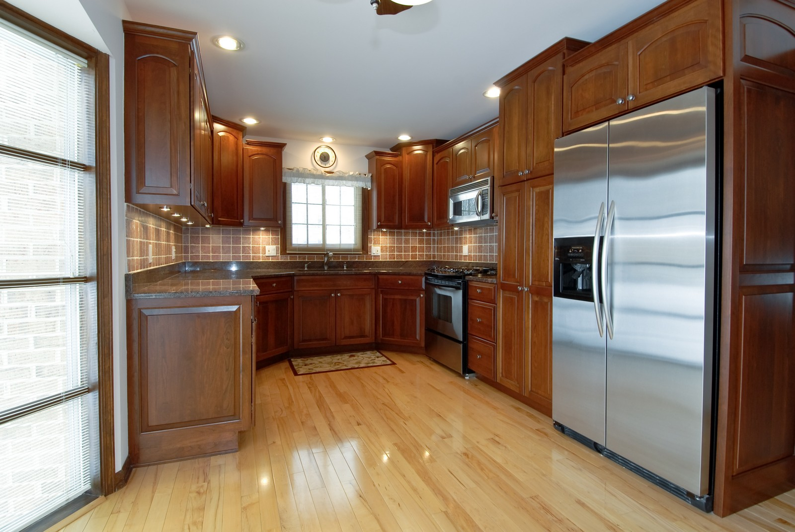 Real Estate Photography - 10 Papago Ct, Naperville, IL, 60563 - Kitchen