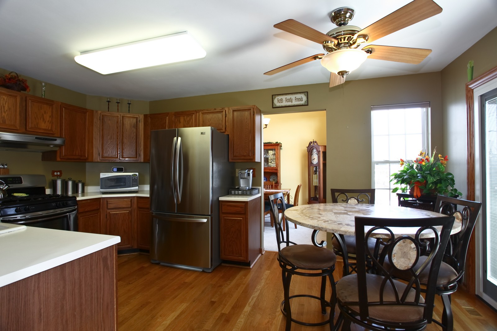 Real Estate Photography - 1383 Newcastle Lane, Bartlett, IL, 60103 - Kitchen / Breakfast Room