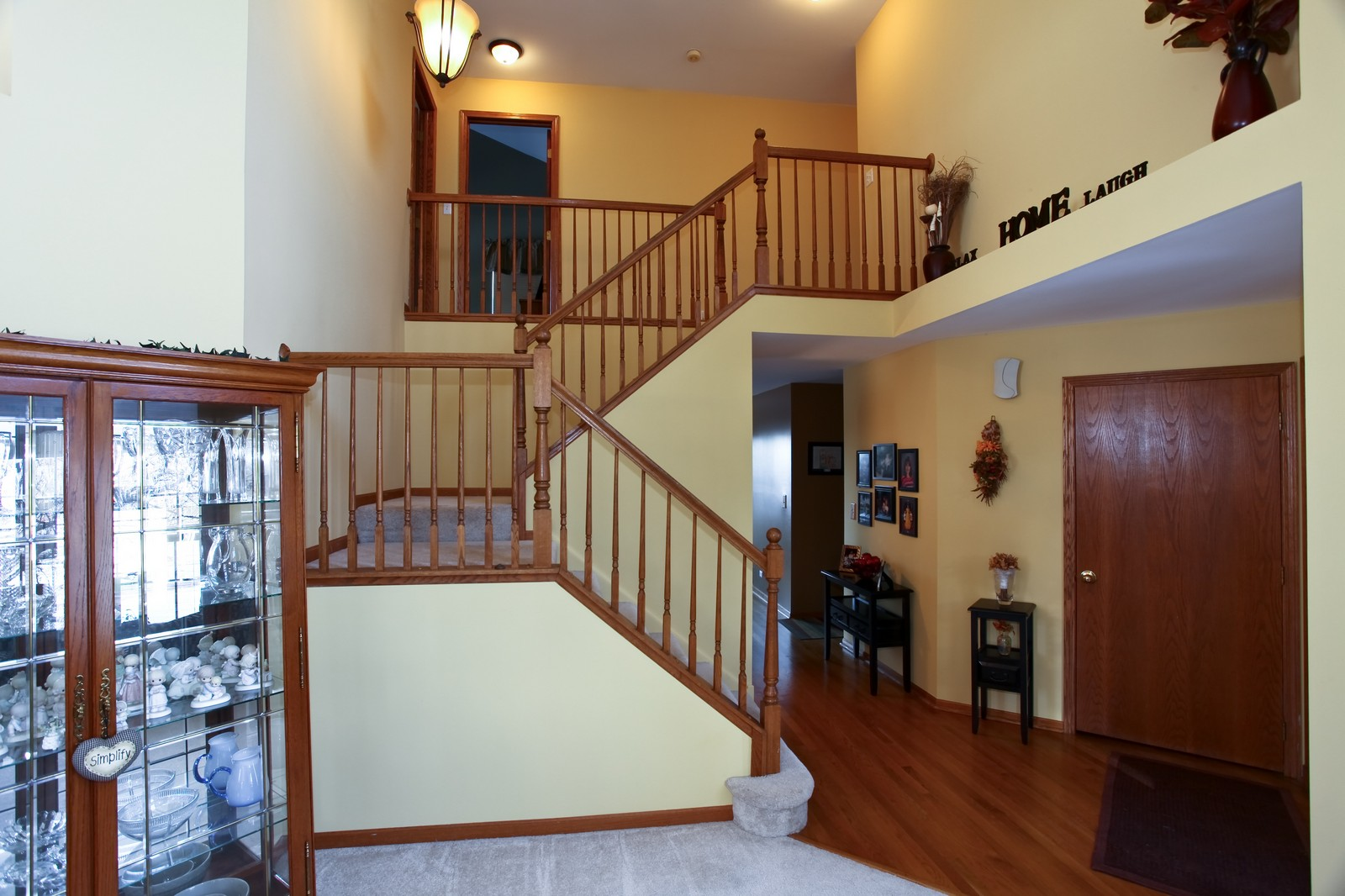Real Estate Photography - 1383 Newcastle Lane, Bartlett, IL, 60103 - Foyer
