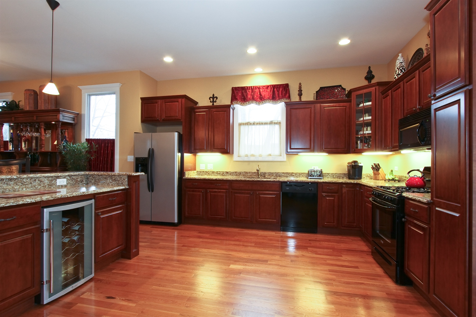 Real Estate Photography - 18213 Martin Ave, Homewood, IL, 60430 - Kitchen